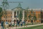 Bridgewater College, Students walk to the McKinney Center at Orientation, June 1996 by Bridgewater College